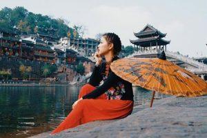 Nên đi du lịch Trương Gia Giới Phượng Hoàng cổ trấn tự túc hay tour trọn gói?