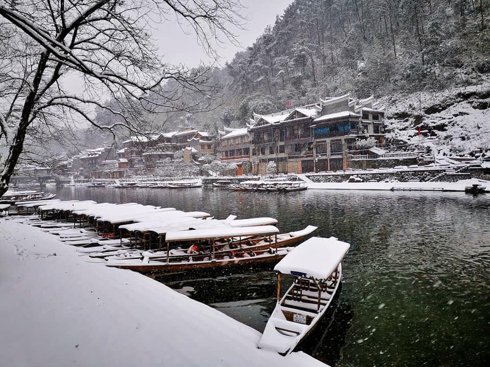 Tuyết rơi đầu mùa ở Phượng Hoàng cổ trấn