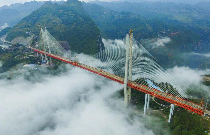 Cây cầu treo khổng lồ