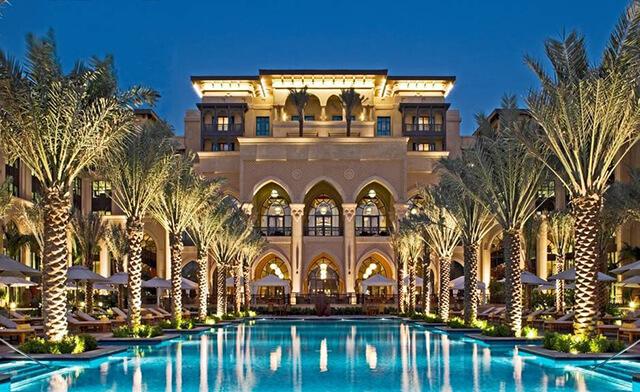 Nếu có điều kiện bạn nên thử trải nghiệm các khách sạn sang chảnh tại Dubai