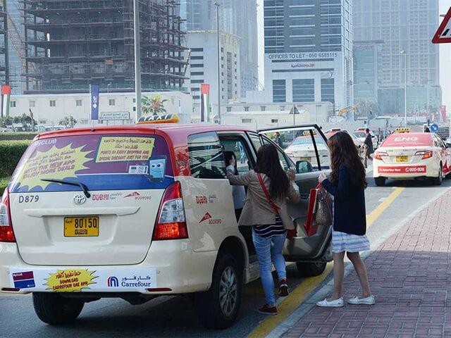 Taxi cũng là phương tiện di chuyển phổ biến ở Dubai