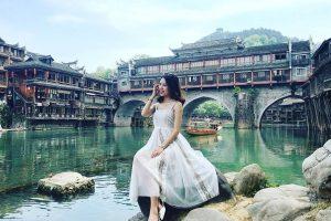 Đi du lịch Phượng Hoàng cổ trấn mặc gì cho đẹp và hợp thời tiết nhất