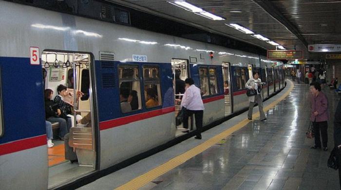 Di chuyển băng tàu điện ngầm ở Hàn Quốc có giá rất rẻ
