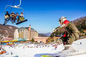 Thỏa sức trải nghiệm tại khu trượt tuyết Yangij Pine, Hàn Quốc