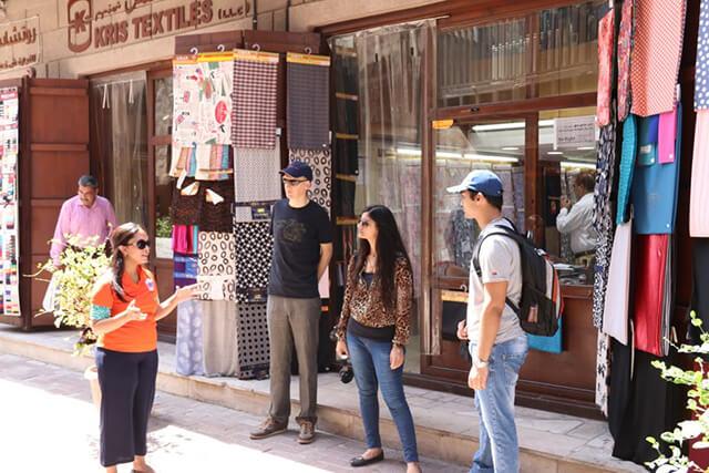 Du khách nên lựa chọn các trang phục kín đáo, lịch sự trong hành trang du lịch Dubai của mình