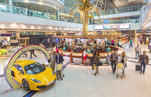 Du lịch Dubai là cơ hội để bạn thỏa thích mua sắm mỹ phẩm, thời trang bình dân cho đến sản phẩm cao cấp