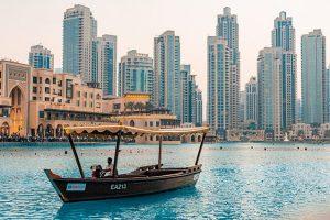 Thành phố Dubai thu hút gây tò mò với khách du lịch về lối sống xa hoa, những công trình kiến trúc ấn tượng và nét văn hóa Hồi Giáo đặc sắc