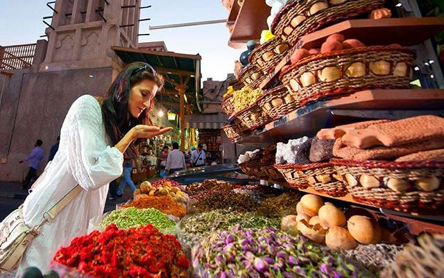 Đi du lịch Dubai đừng quên ghé khu chợ gia vị Spice Souk đầy màu sắc