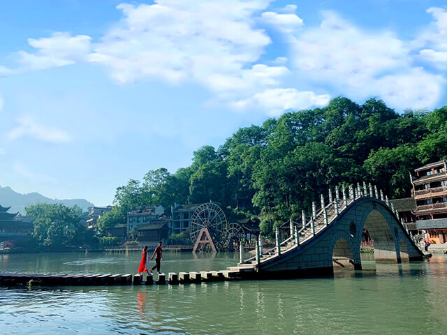Thời gian lí tưởng nhất để du lịch Trương Gia Giới Phượng Hoàng cố trấn là từ tháng 5 đến tháng 11