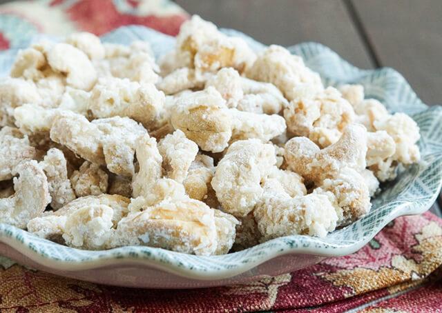 Kẹo gừng là món ăn vặt khá phổ biến rại Phượng Hoàng cố trấn