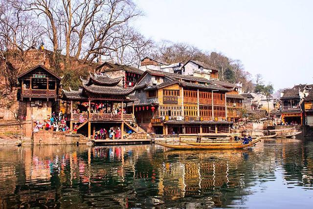 Trương Gia Giới Phượng Hoàng cổ trấn là những điểm đến đang gây sốt tại Trung Quốc