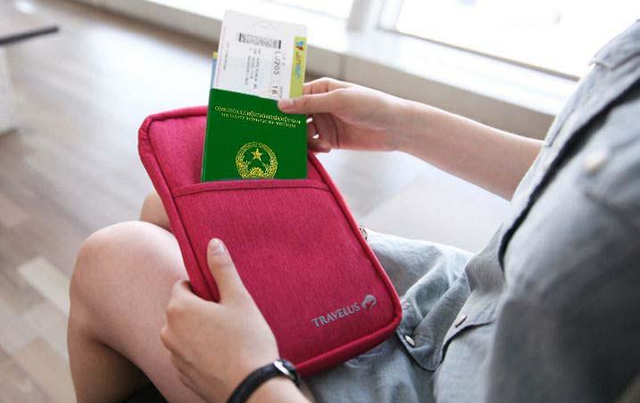 Luôn giữ hộ chiếu bên mình