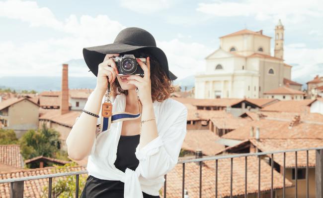 Trang phục đii du lịch Châu Âu vào mùa hè