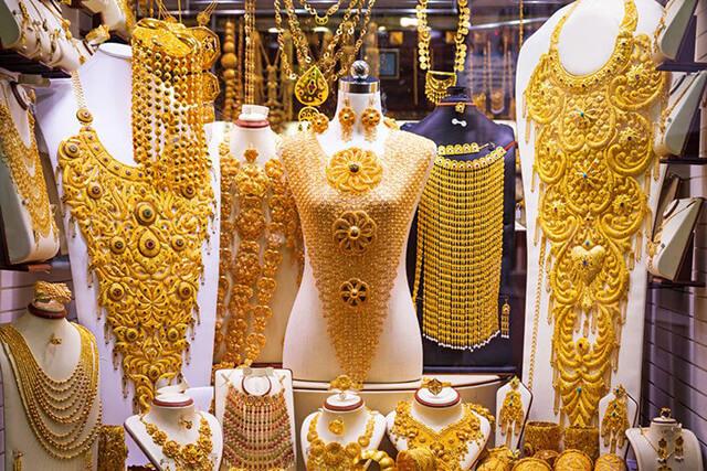 Đến với chợ vàng Gold Souk trong chuyến du lịch Dubai 6 ngày 5 đêm là trải nghiệm cực kì lí thú