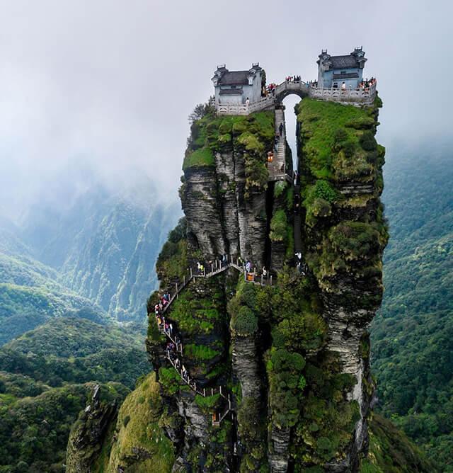 """Phạm Tịnh Sơn được ví như"""" thành phố trên bầu trời"""" bởi vẻ đẹp kì vĩ cùng độ cao ngoặn mục"""