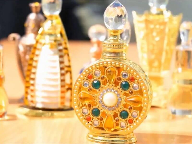 Đi du lịch Dubai mua tinh dầu nước hoa về làm quà