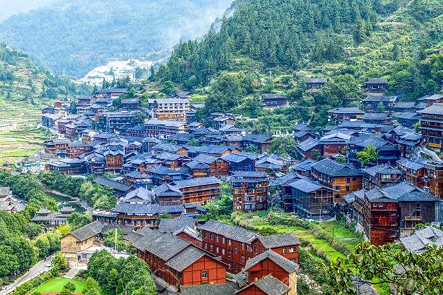 Từ trên cao nhìn xuống, Tây Giang Miêu trại đẹp như một ngôi làng trong chuyện cổ tích