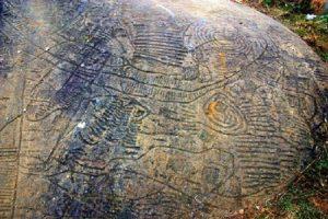 Khám phá những bí ẩn về bãi đá cổ khi đi du lịch Sapa