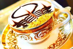Trải nghiệm uống cà phê phủ vàng Cappuccino tại đất nước Dubai xa hoa