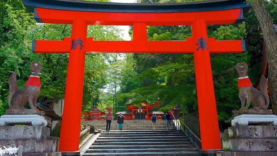cổng Torii sơn đỏ