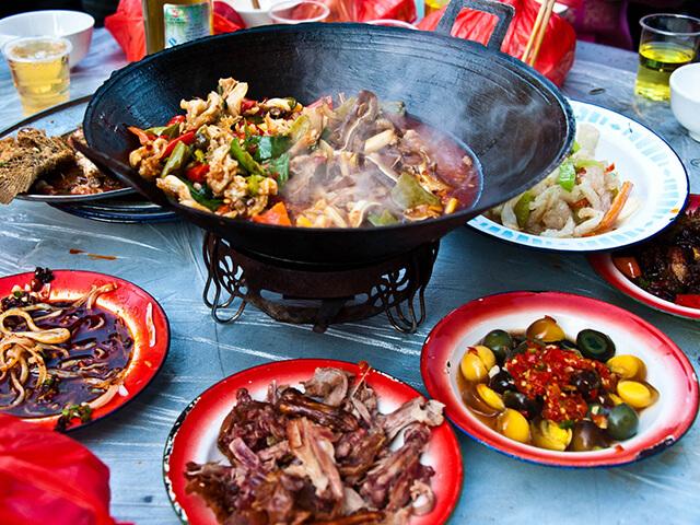 Các món ăn ở Quý Châu thường cay và có nhiều dầu mỡ