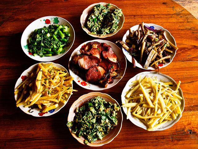 Một bữa ăn trong chuyến du lịch Quý Châu, Trung Quốc