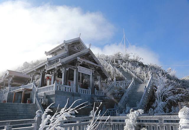Cảng vật Sapa chìm trong màu tuyết trắng vào những ngày mùa đông
