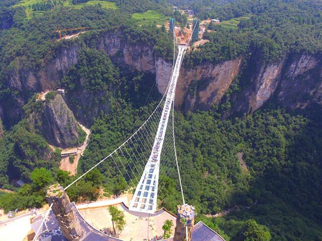 Cầu kính dài và cao nhất thế giới tại Trương Gia Giới