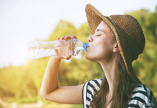 Hạn chế uống nước trước khi lên xe giường nằm đi du lịch Sapa
