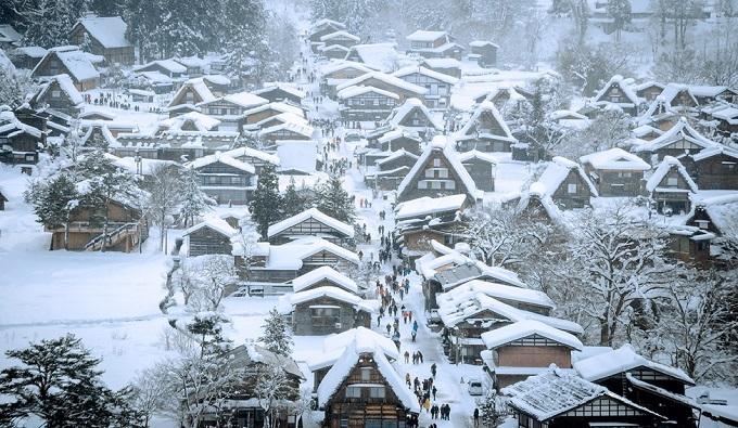 Khám phá ngôi làng băng giá ở Nhật