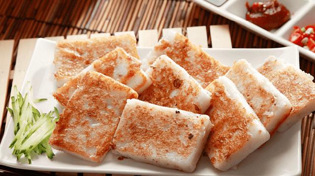 """Cách phát âm của món bánh củ cải tương đồng với chữ """"tài sản"""" trong tiếng Trung"""