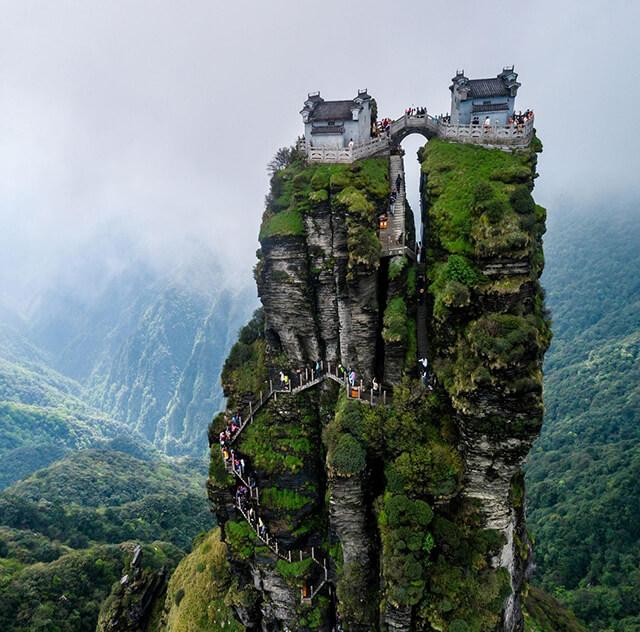 Vẻ đẹp thoát tục của ngọn núi Phạm Tịnh Sơn linh thiêng
