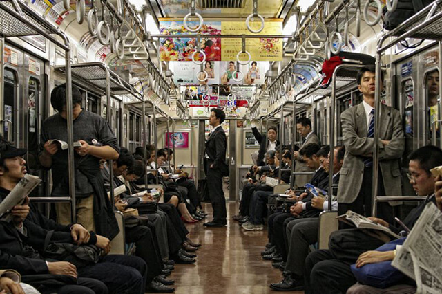 Trải nghiệm đi tàu điện ngầm trong chuyến du lịch Nhật Bản cực kì thú vị