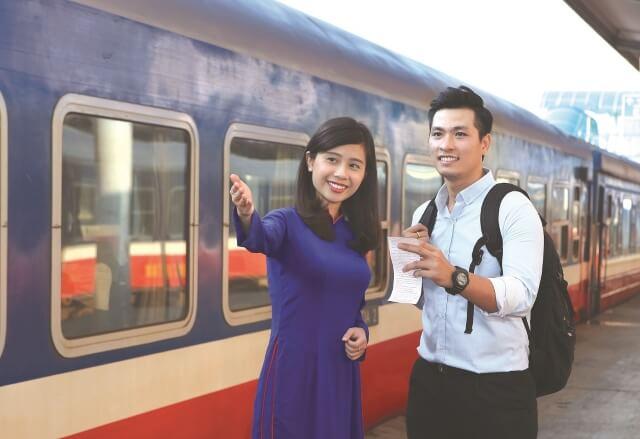 Chuyến tàu đường sắt sẽ đưa bạn đến với vùng đất Sapa đẹp thơ mộng.
