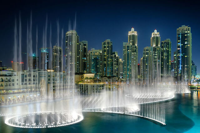 Đài phun nước lớn nhất trên thế giới Dubai Fountain có thể phun tới 83 000 lít nước vào không trung bất kì lúc nào