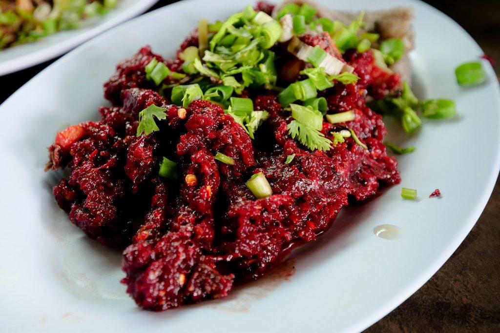 Thịt bò sống - Larb Leuat Neua
