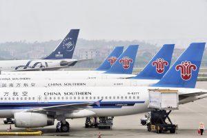 Đi du lịch Trương Gia Giới Phượng Hoàng cổ trấn bằng máy bay có gì hấp dẫn?