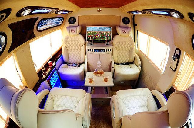 Khu vực ghế VỊP của xe Limousine
