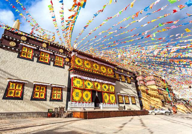 Kiến trúc của tu viện Shongzalin mang đậm dấu ấn văn hóa của người Tây Tạng