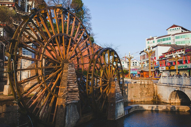 Hai bánh xe nước là hình ảnh đặc trưng của quảng trường Ngọc Hà