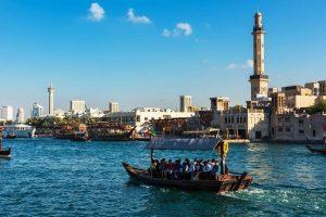 Du lịch thành phố Dubai bằng thuyền Abra trên sông Creek