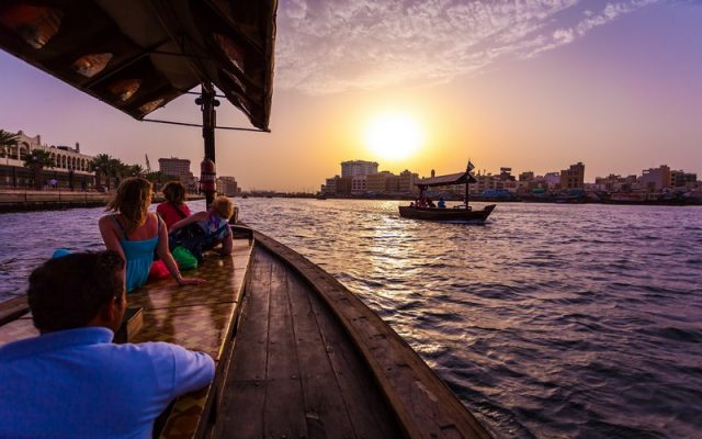 Khám phá thành phố Dubai bằng thuyền Abra trên sông Creek