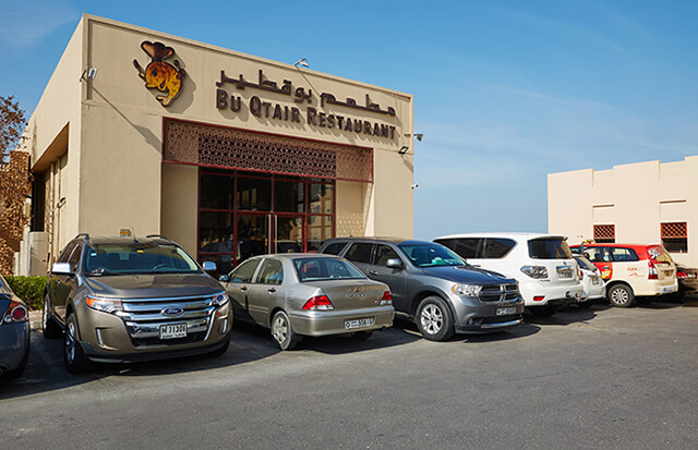 Bu Qtair là một trong những nhà hàng hải sản giá rẻ nên ghé trong chuyến du lịch Dubai