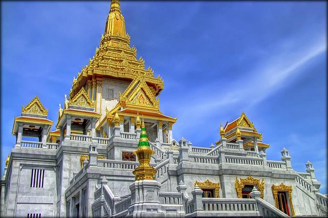 Tham quan chùa Wat Traimit khi đi du lịch Thái Lan
