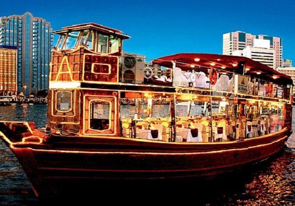 du thuyền trên dòng sông Dhow