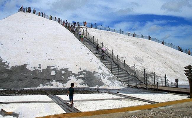 Trải nghiệm cảm giác chinh phục núi Qigu Salt