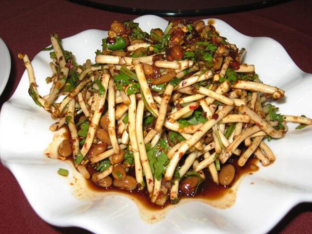 Rễ rau diếp cá được người QUý Châu xem như thảo dược tốt cho sức khỏe