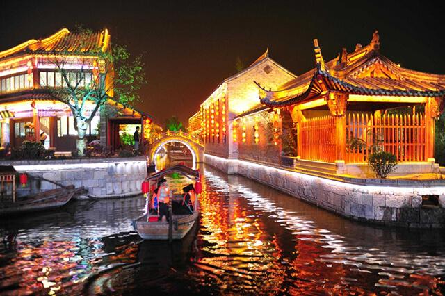 Vẻ đẹp huyền ảo về đêm tại Miêu Vương Thành
