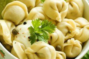 Thưởng thức hương vị của món bánh hạnh phúc Pelmeni khi đi tour du lịch Nga
