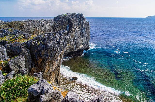 Bãi đá Cape Hedo rất thích hợp để sống ảo ở Okinawa